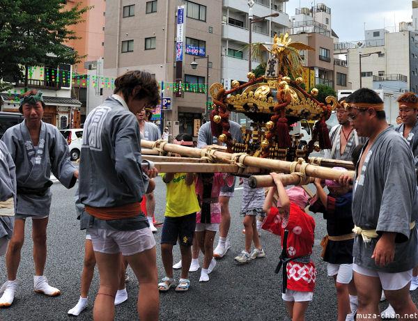 Fukagawa Hachiman 'water-throwing' Festival