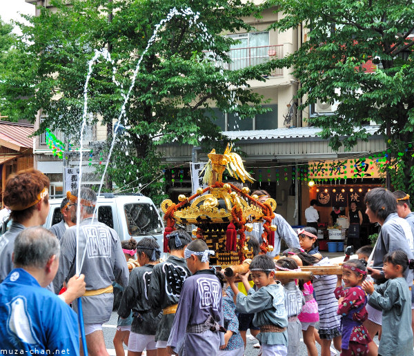 Fukagawa Hachiman 'water-throwing' Festival