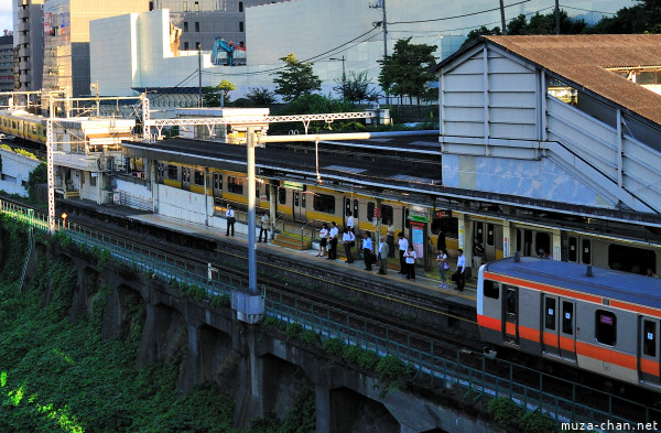 Local to Rapid Commuting in Ochanomizu Station