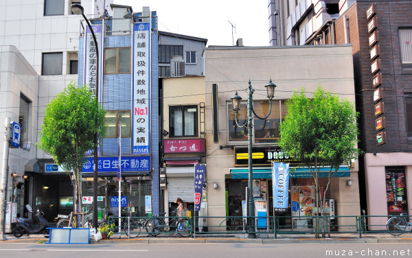 Narrow Buildings, Yushima Station