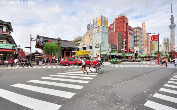 Kaminarimon Scramble Crossing, Asakusa, Tokyo