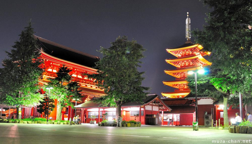 Quiet summer night at Senso-ji Temple