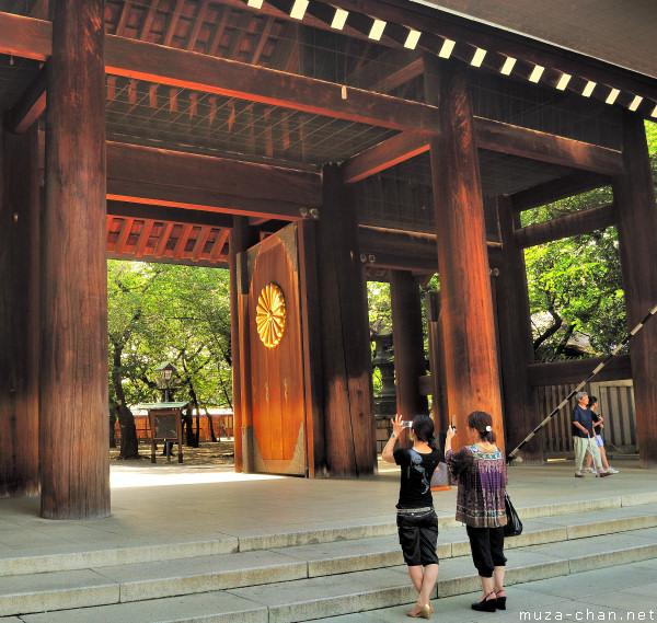 Snapshooting at Yasukuni, Shinmon Gate
