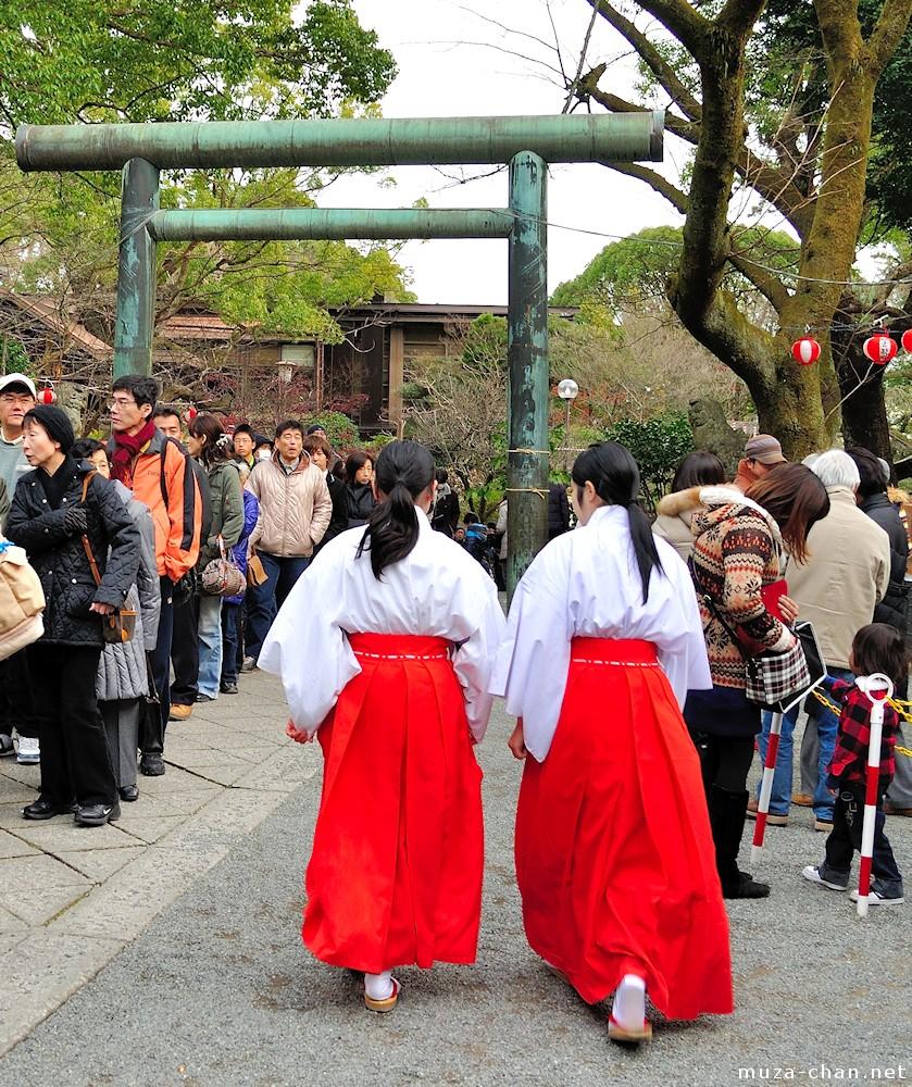 Traditional Japanese clothing, Miko red hakama