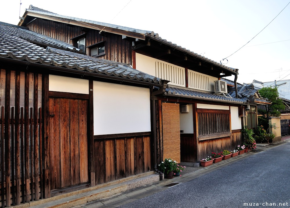 Unusual japanese traditional architecture mushiko windows for Traditional home architecture