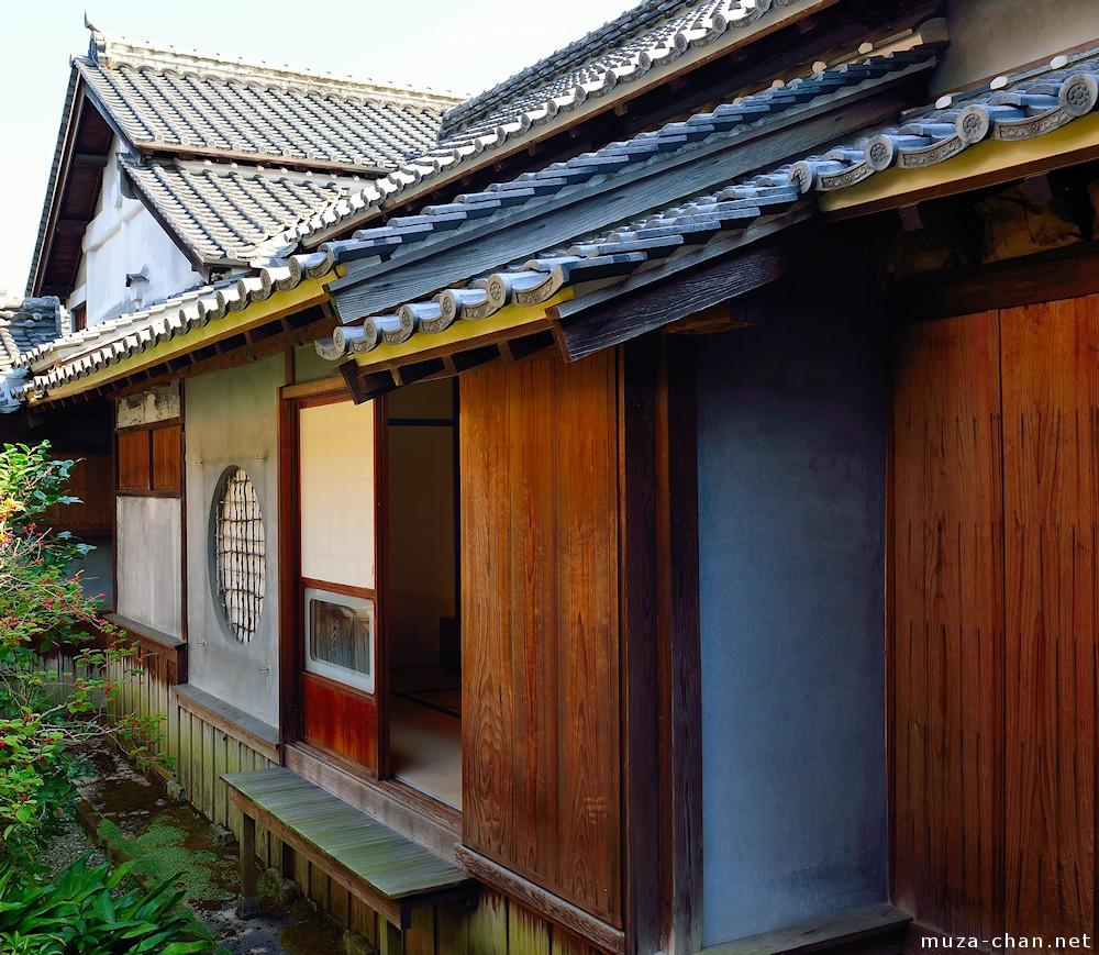 Traditional Japanese house, Circular window