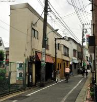 Japanese Narrow Buildings - Photo 2
