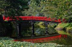 Simply beautiful Japanese scenes, Reflection of a Hirosaki Castle red bridge