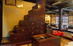 Kaidan tansu, Japanese staircase chest
