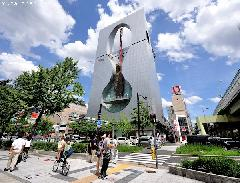 Japanese architecture, the first building-mounted free-fall ride