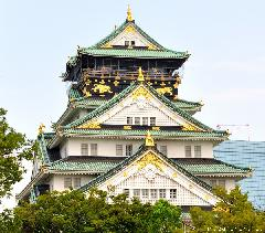Osaka Castle glamorous gold decorations and a travel tip