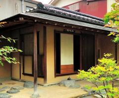 Japanese tea houses, the mistery of the rope tied stones