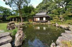 Tensha-en garden pond with stones