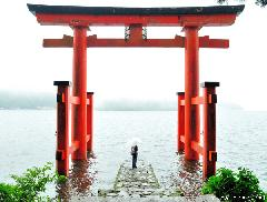 Simply beautiful Japanese scenes, floating Torii from Lake Ashi