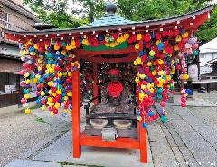 Japanese customs and traditions - Kukurizaru, the Hanging Monkeys