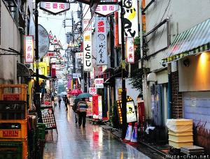 Simply beautiful Japanese scenes, Rainy day on a Nakano backstreet