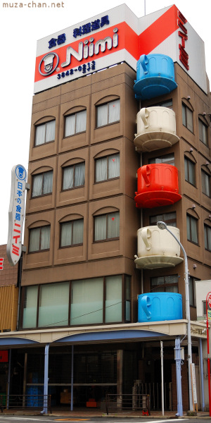 Building on Kappabashi-dori