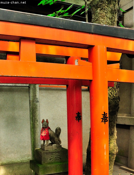 Kitsune statue at Gojo Shrine in Ueno